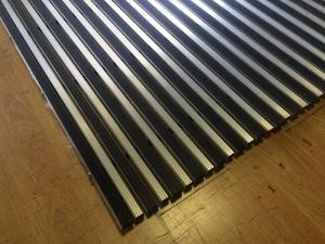 Алюминиевая грязезащитная решетка 23 мм (резина-скребок) 1,5 х,15 м.